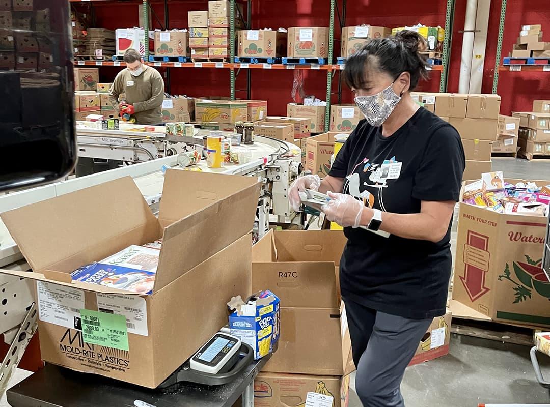 employee-packing-box-sq