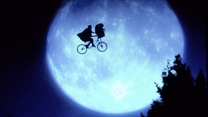 E.T. The Extra-Terrestrial © UNIVERSAL ALL RIGHTS RESERVED